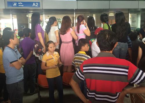'Biển người' đón Việt kiều về quê ở sân bay Tân Sơn Nhất