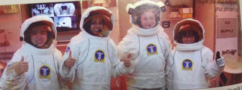 Cô giáo, cô giáo Việt, Trung tâm Vũ trụ, Tên lửa Hoa Kỳ
