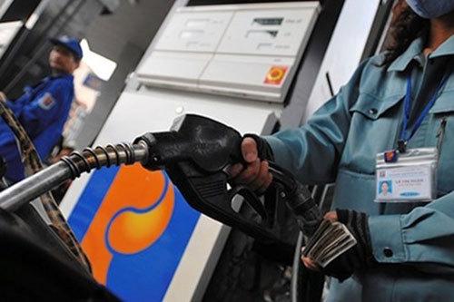 Giá xăng giảm 400-600 đồng/lít vào ngày mai?