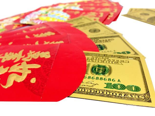 Việt kiều về quê ăn Tết lì xì 10 nghìn đô không đủ
