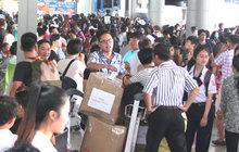 Tự in thẻ lên máy bay tránh tắc ở Tân Sơn Nhất