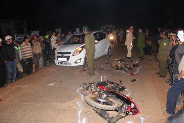Xe đấu đầu nổ như bom giữa đêm, 2 người chết