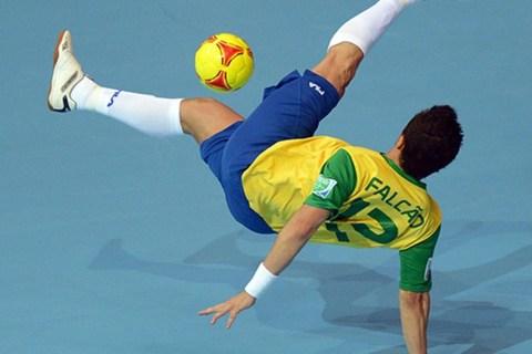 Mê mẩn với đôi chân ma thuật của ông vua futsal Falcao