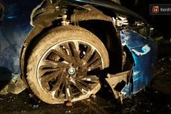 Tai nạn nghiêm trọng ở HN, siêu xe BMW i8 nát bét
