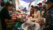 """Tấp nập sắm Tết ở khu chợ """"đắt"""" nhất Hà Nội"""