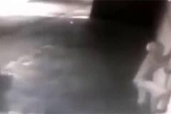 Chết cười cảnh trộm leo tường bị điện giật tóe khói