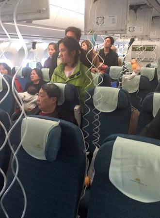 Máy bay Vietnam Airlines giảm áp suất, 1 tiếp viên bị thương