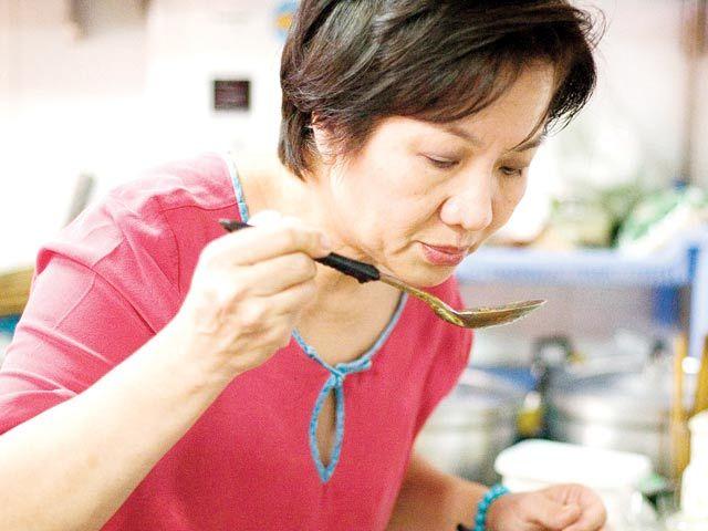 Miss Sài Gòn, đặc vụ FBI , bà chủ nhà hàng Việt