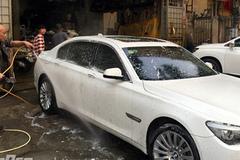 Rửa ô tô 29 tết: 200 ngàn/xe cũng không có chỗ