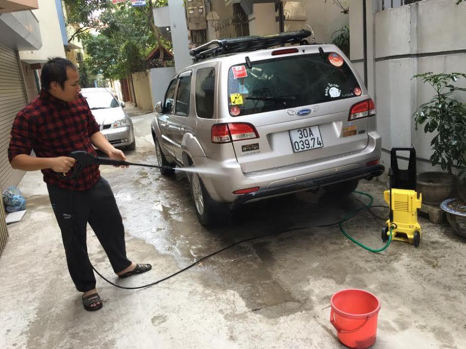"""Bức xúc rửa xe ngày Tết bị """"chém"""" gấp 5 ngày thường"""