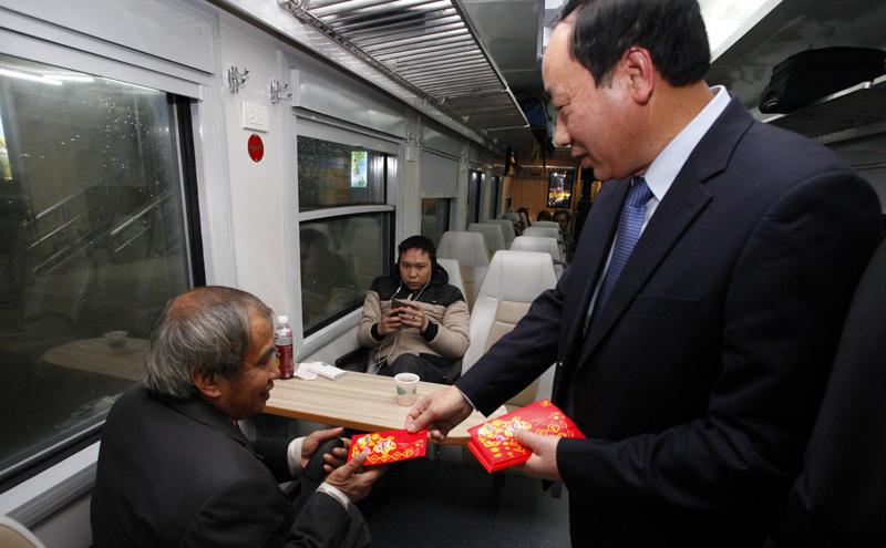 giao thừa, Thứ trưởng GTVT Nguyễn hồng trường, những hành khách cuối cùng