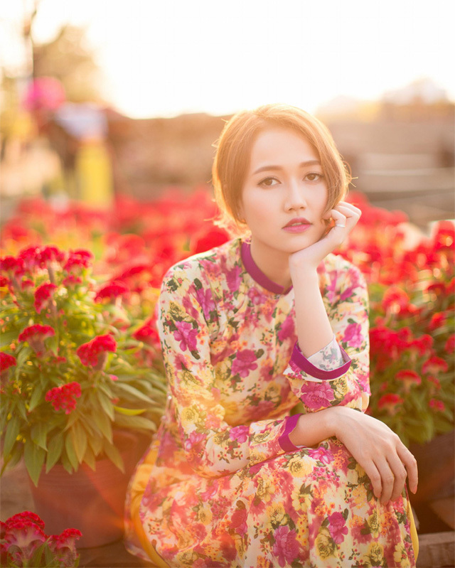 Hot girl Sài Gòn rực rỡ khoe sắc xuân