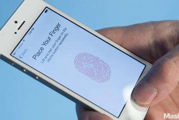 """Người dùng tức giận vì iPhone biến thành """"cục gạch"""""""