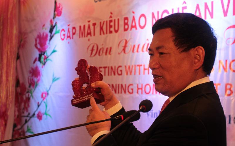 Món quà bất ngờ, con 'cá gỗ', Nghệ An, Kiều bào, ông Hồ Đức Phớc - Ủy viên Trung ương Đảng, Bí thư Tỉnh ủy Nghệ An