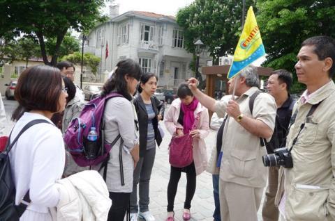 Kêu gọi người Việt du lịch văn minh; Biết xếp hàng, đừng ăn cắp