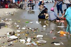 """Cám cảnh Vũng Tàu ngập trong """"biển rác"""""""