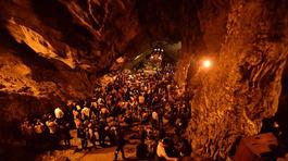 Nửa đêm trẩy hội chùa Hương, chờ cáp treo 3 tiếng