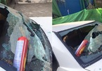 Bình cứu hỏa trên xe ô tô nổ phá nát kính
