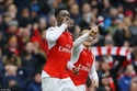 """Thần tài"" Welbeck giúp Arsenal thắng nghẹt thở Leicester"