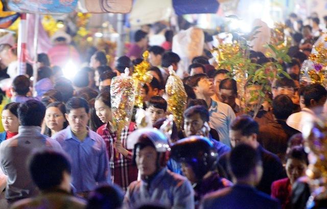 Chợ Viềng Nam định: Chưa Mở Hội, Chợ Viềng đã đặc Kín Người 'mua May Bán Rủi