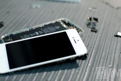 Vì sao iPhone rất dễ hỏng khi mang sửa?