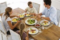 10 kỹ năng giao tiếp, ăn uống giúp bạn trở thành người lịch sự
