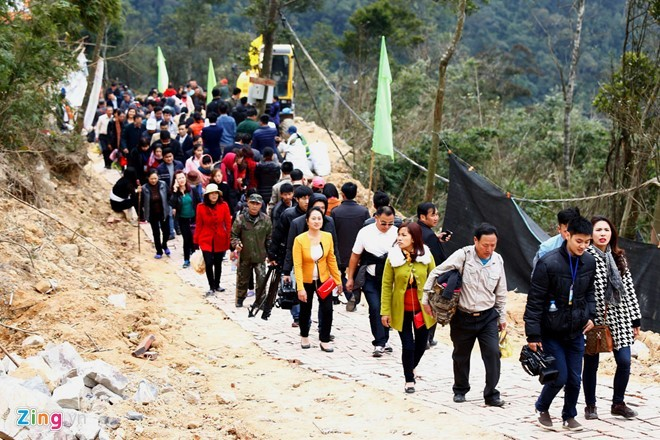 Quảng Ninh: Hỗn loạn vì cáp treo miễn phí