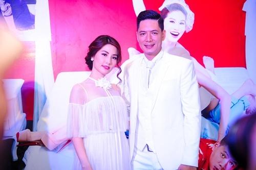 Vợ Bình Minh cười tươi xem chồng làm 'đám cưới' với Diễm My 9x