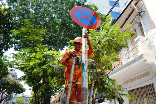 Thay biển cấm dừng xe sau tin nhắn gửi ông Đinh La Thăng