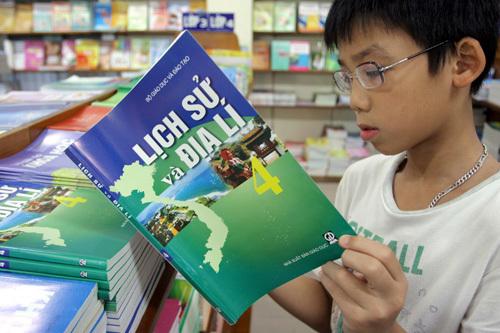 sách giáo khoa, giáo dục phổ thông, đổi mới giáo dục, Bộ GD-ĐT, học sinh, lớp 1, lớp 6, lớp 10.