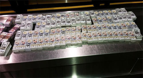 Hai người Việt đưa hơn 4 triệu USD 'âm phủ' vào Mỹ