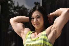 Mỹ nhân Hàn gây choáng với cơ bắp cuồn cuộn