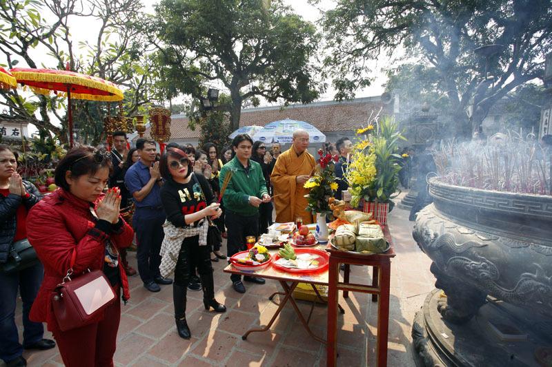 Lễ 'khủng' đền Trần: Cặp long giáng ngậm ngọc hiếm thấy