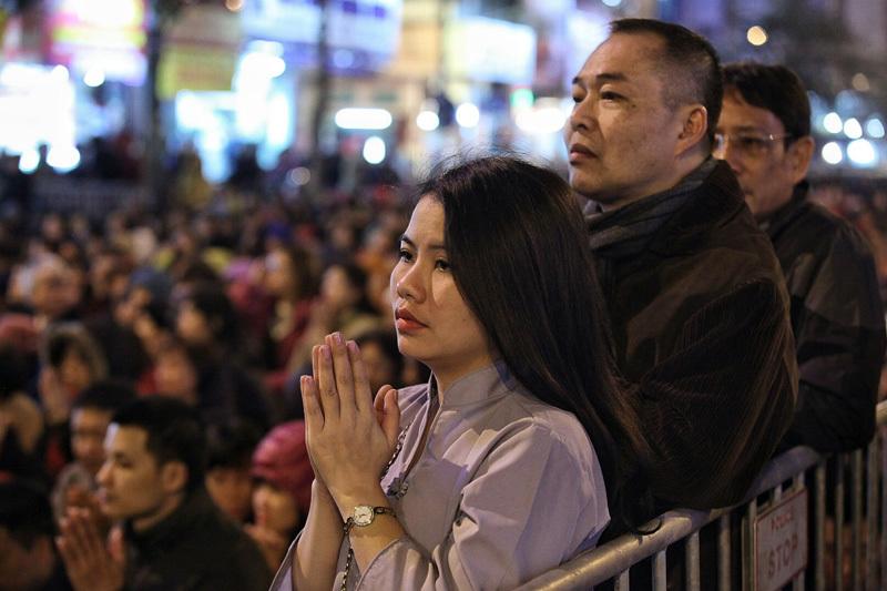 Hỗn loạn cướp lộc chùa Phúc Khánh sau lễ cầu an