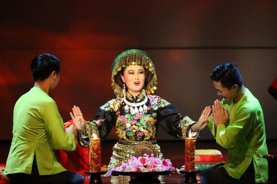 Đạo diễn Việt Tú dàn dựng diễn Chầu văn Tứ phủ