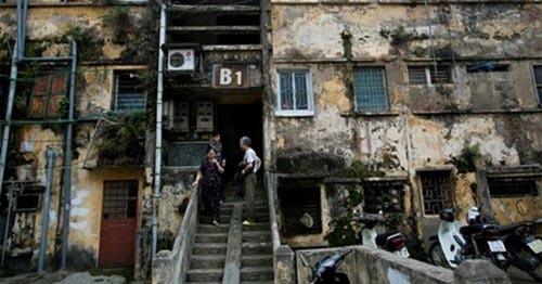 """Công bố danh sách 42 chung cư cũ nguy hiểm """"sắp đổ"""" ở Hà Nội"""