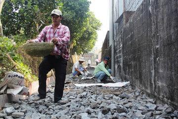 Hối hả làm đường, xây nhà sau chỉ đạo của Bí thư Thăng