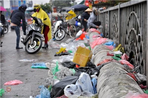 Ăn cắp, xả bẩn: Đáng sợ du khách Việt?