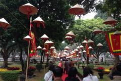 Nón lá phủ kín Văn Miếu ngày thơ Việt Nam