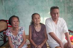 Mẹ già gần 90 tuổi nuôi 2 con bệnh tật