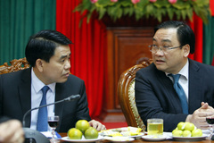 Bí thư, Chủ tịch Hà Nội lì xì cho phóng viên