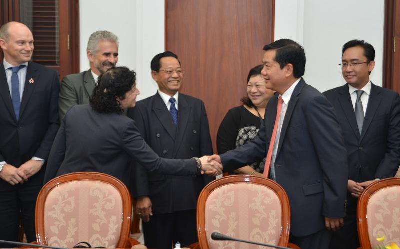 Bí thư Thành ủy TP.HCM Đinh La Thăng, đường dây nóng của ông Đinh La Thăng
