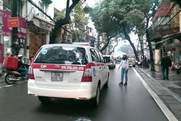 Cước taxi chỉ giảm 300-600 đồng/km