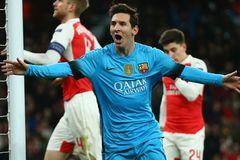 """Messi nói gì sau khi """"giải hạn"""" trước Petr Cech?"""