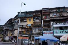 Cận cảnh những chung cư đặc biệt nguy hiểm ở Hà Nội