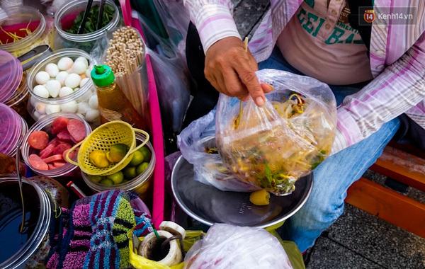 Chị bán bánh tráng trộn chảnh nhất Sài Thành