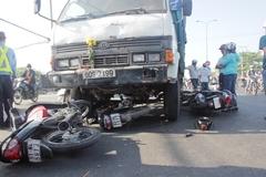 Xe ben tông liên hoàn trên QL1A, nhiều người bị thương