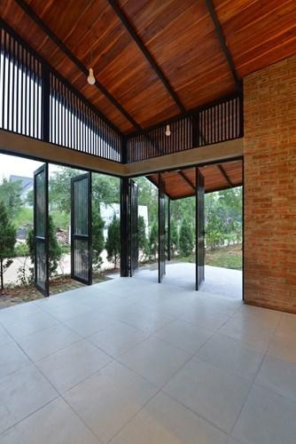 Nhà mái cong ở Hà Nội xuất hiện ấn tượng trên báo ngoại