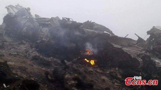 Máy bay Nepal vẫn đang bốc cháy
