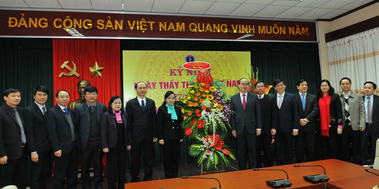 Ông Nguyễn Thiện Nhân, Võ Văn Thưởng chúc mừng ngành y